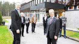 Fabrikksjef Per Are Birkeland og sentralbanksjef Øystein Olsen