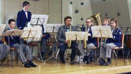 Birkeland Musikkorps spiller