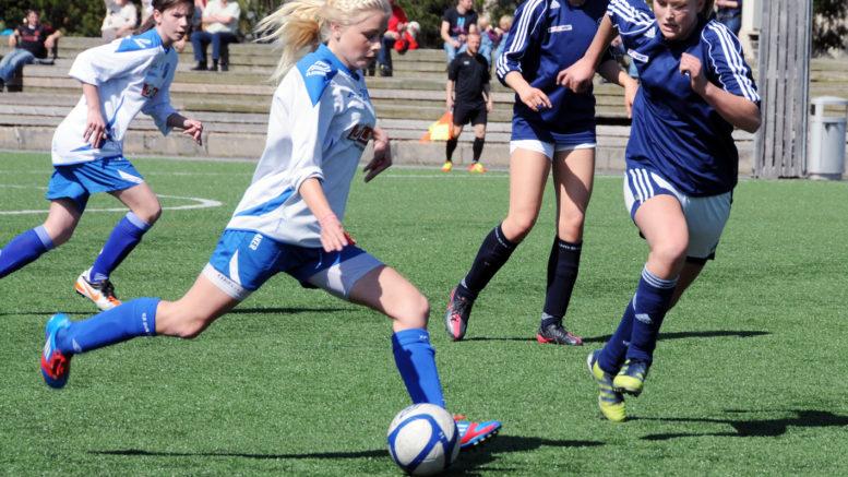 Amalie Snøløs i aksjon mot Lier i NM