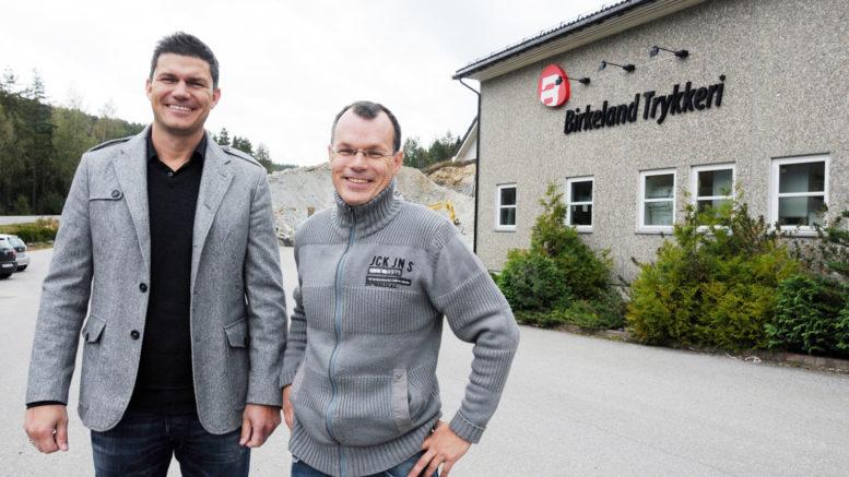 Styreleder Arne Paulsen og daglig leder i Birkeland Trykkeri, Tom Roger Ohrvik